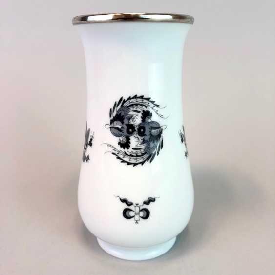 Vase / Rod-Vase: Meissen Porcelain. Dresdner Hofdrache in grey. Silver gear. - photo 2