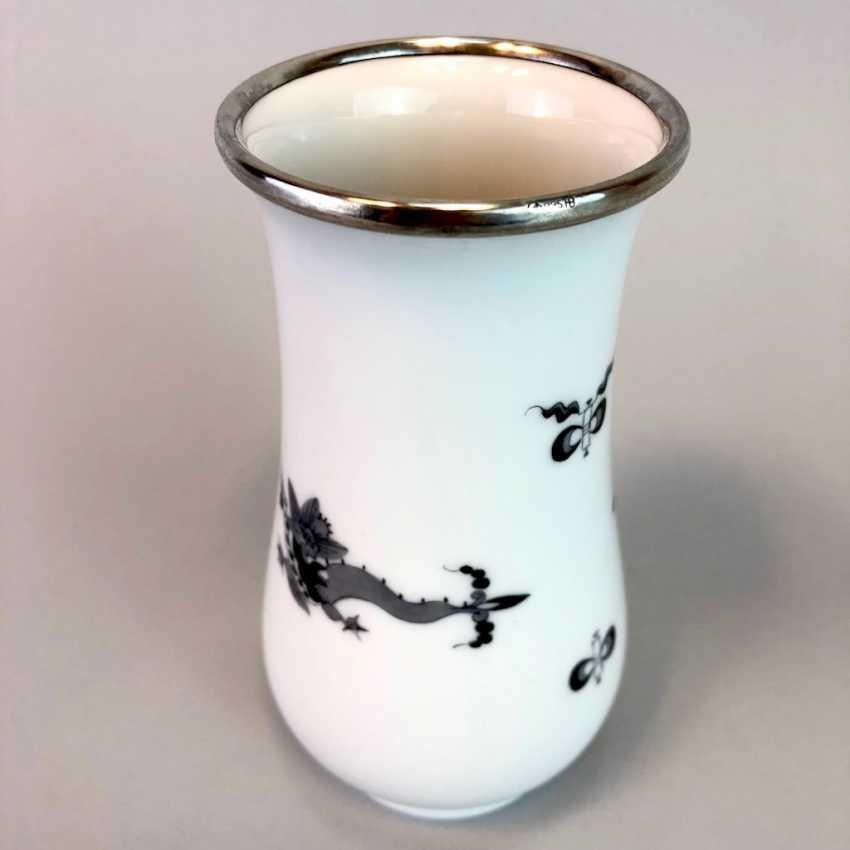 Vase / Rod-Vase: Meissen Porcelain. Dresdner Hofdrache in grey. Silver gear. - photo 4