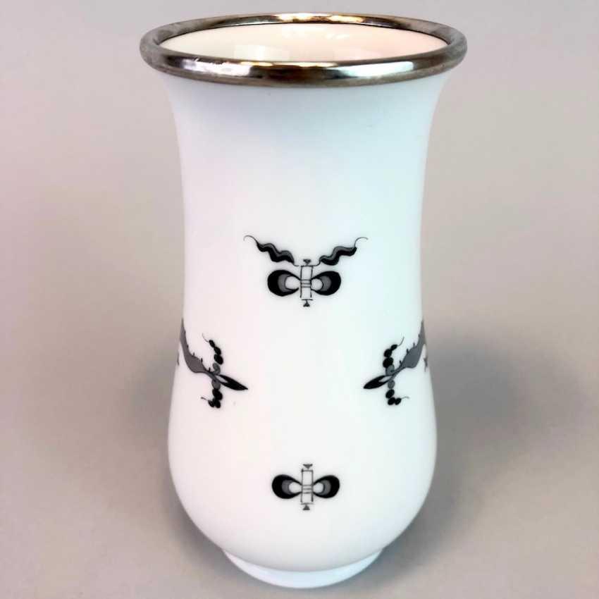 Vase / Rod-Vase: Meissen Porcelain. Dresdner Hofdrache in grey. Silver gear. - photo 5