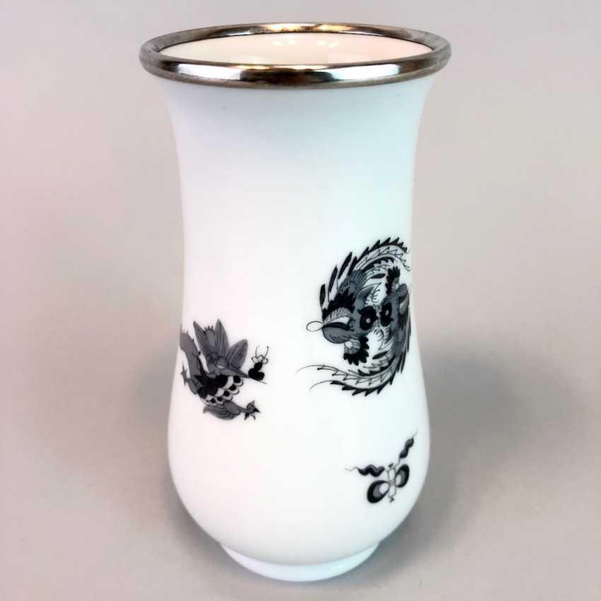 Vase / Rod-Vase: Meissen Porcelain. Dresdner Hofdrache in grey. Silver gear. - photo 6