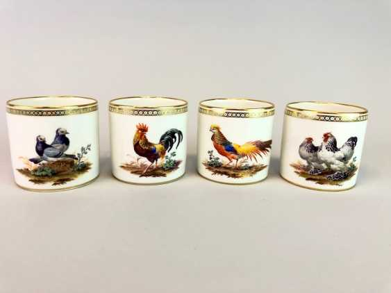 Four neo-classical cups: KPM Berlin. Decor, Chickens, Poultry, Pigeons. Very rare, very good. - photo 1