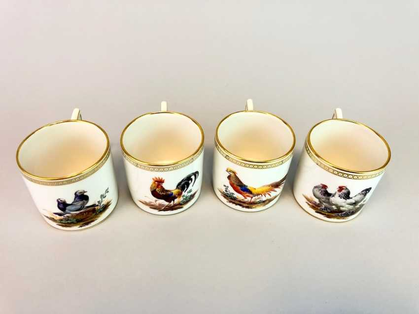 Four neo-classical cups: KPM Berlin. Decor, Chickens, Poultry, Pigeons. Very rare, very good. - photo 2