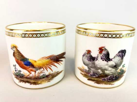 Four neo-classical cups: KPM Berlin. Decor, Chickens, Poultry, Pigeons. Very rare, very good. - photo 3