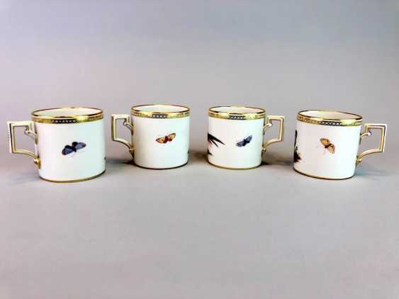 Four neo-classical cups: KPM Berlin. Decor, Chickens, Poultry, Pigeons. Very rare, very good. - photo 5