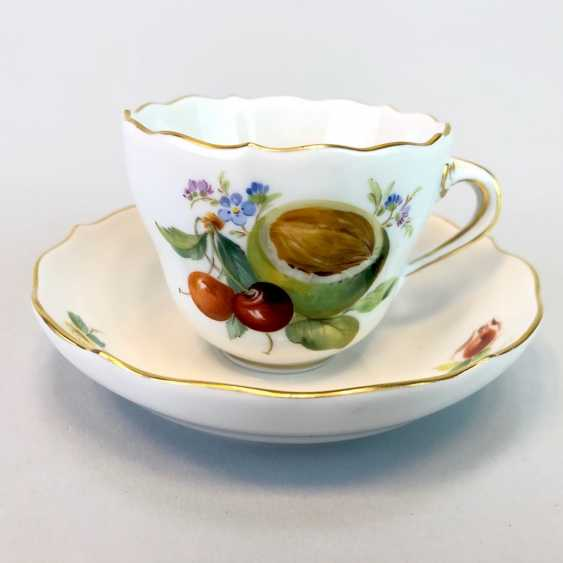 Mocha Cup: Meissen Porcelain. Decorative fruit and fruit painting. The gold edge. very good. - photo 1