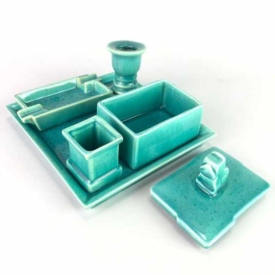 "Rauchset: ""Goebel / Oeslau"". Ash tray, cigarette box with lid, match holder, candle holder, tray. 1935. - photo 2"