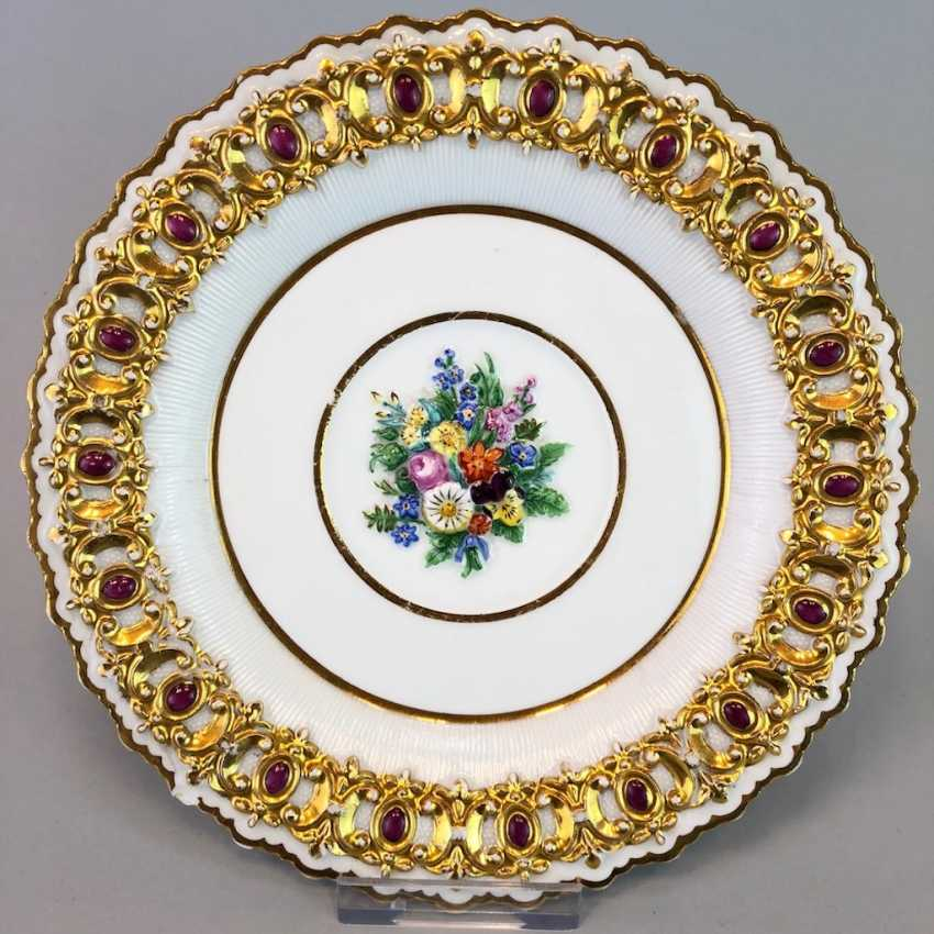 Institutional / wall is adorned with plates: Meissen porcelain, decorative plastic flower Bouquett, Gold. Classicism, very good. - photo 1