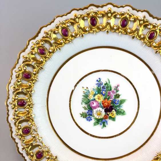 Institutional / wall is adorned with plates: Meissen porcelain, decorative plastic flower Bouquett, Gold. Classicism, very good. - photo 2