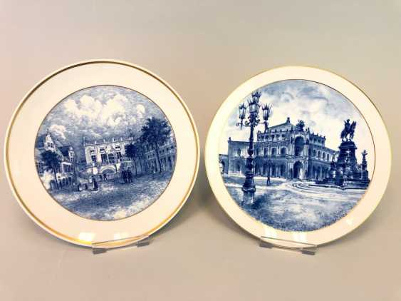 Two ornamental plates / wall plates: Meissen porcelain, view to Semper Opera in Dresden and the view of the Old stock exchange in Leipzig. Cobalt blue. - photo 1