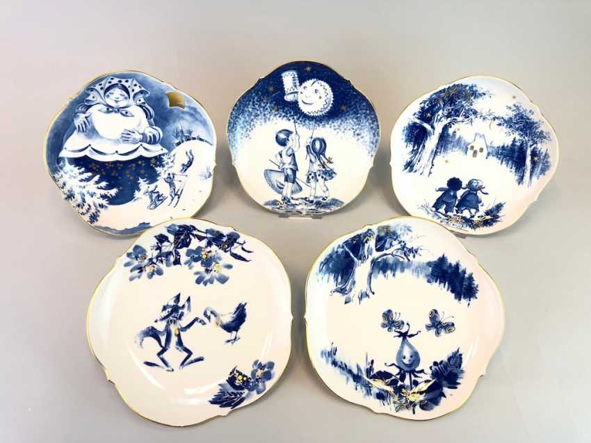 Five Institutional / Wall Plate: Meissen Porcelain Adorns. The Fairy Tale Teller / Songs-Teller. Cobalt blue and Gold. - photo 1