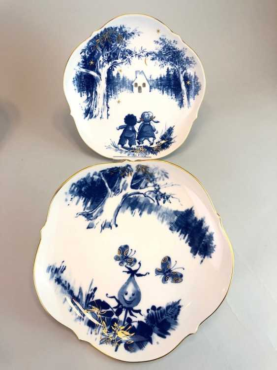 Five Institutional / Wall Plate: Meissen Porcelain Adorns. The Fairy Tale Teller / Songs-Teller. Cobalt blue and Gold. - photo 3