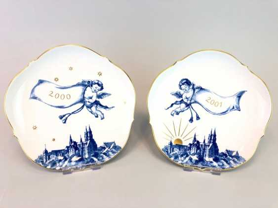 Two ornamental plates / wall plates: Meissen porcelain, view of Meissen cobalt-blue, very good. - photo 1