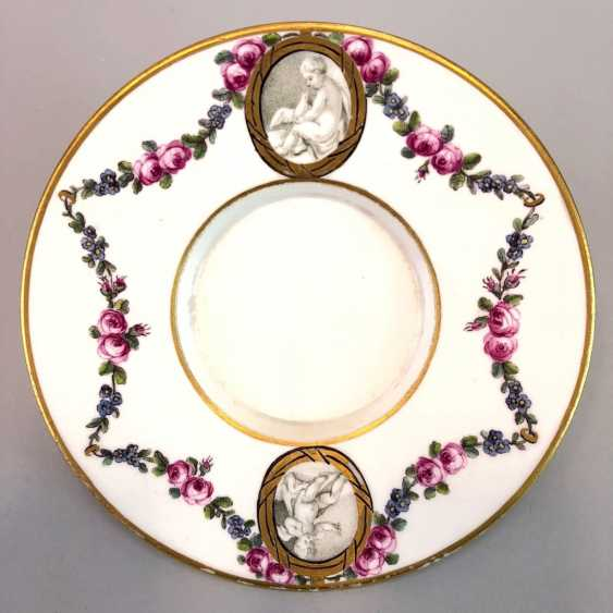 Shell / Anbietschälchen: Maximum Porcelain, 1763 - 1796. Decor cherubs and floral tendrils. Gold-Edge. Rare and very good - photo 1