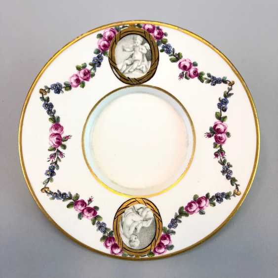 Shell / Anbietschälchen: Maximum Porcelain, 1763 - 1796. Decor cherubs and floral tendrils. Gold-Edge. Rare and very good - photo 2