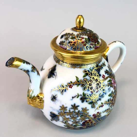 Highly significant and Museum-like teapot with mask spout: Meissen porcelain in about 1725. - photo 5