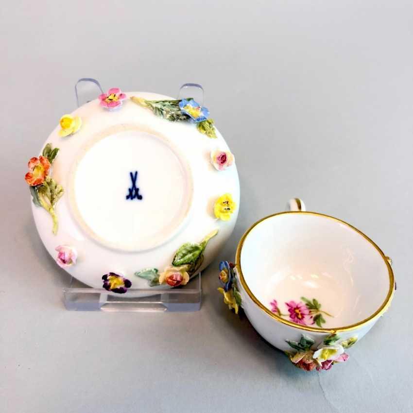 Hochbedeutende und museale Tasse aus einem Puppen-Service für den Sächsischen Hof: Meissen Porzellan um 1860. - Foto 2