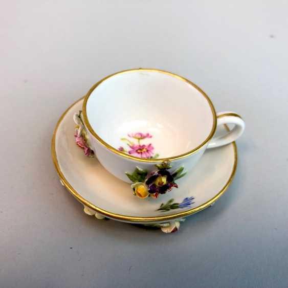 03 dekorative Mokkatasse mit Untertasse Blumendekor und Goldrand HÖCHST