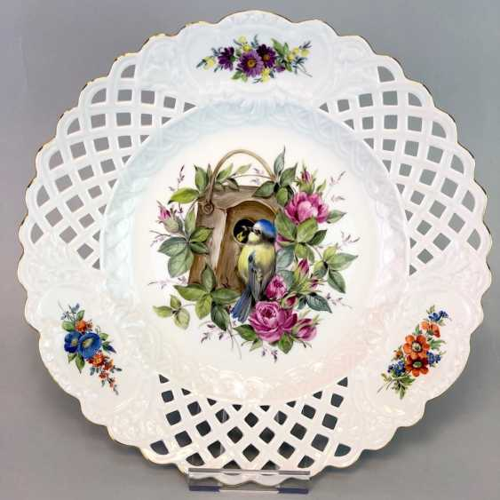 Large Ornamental / Rossetten-Breakthrough Shell: Meissen Porcelain. Decor, blue tit and flowers, Gold, very good. - photo 1