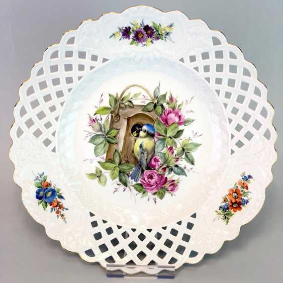 Large Ornamental / Rossetten-Breakthrough Shell: Meissen Porcelain. Decor, blue tit and flowers, Gold, very good. - photo 2