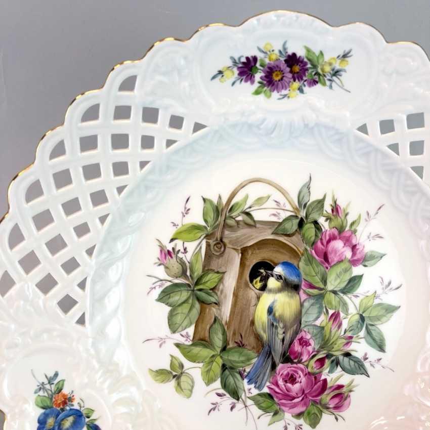 Large Ornamental / Rossetten-Breakthrough Shell: Meissen Porcelain. Decor, blue tit and flowers, Gold, very good. - photo 3