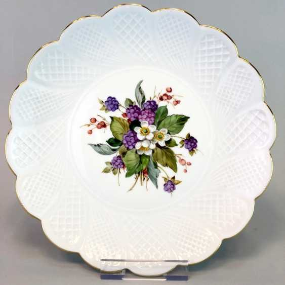 Institutional / Wall Is Adorned With Plates: Meissen Porcelain. Decor, blackberries, Gold, very good. - photo 2