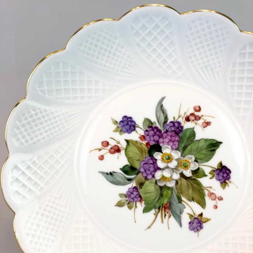 Institutional / Wall Is Adorned With Plates: Meissen Porcelain. Decor, blackberries, Gold, very good. - photo 3