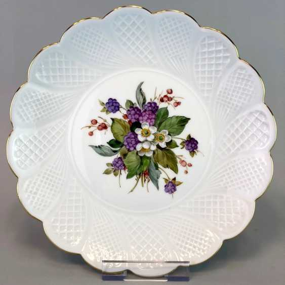 Institutional / Wall Is Adorned With Plates: Meissen Porcelain. Decor, blackberries, Gold, very good. - photo 1