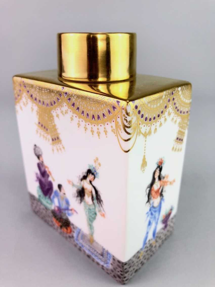 Large rectangular tea caddy with lid: Meissen porcelain 1001 Arabian nights, Gold decorated, Prof. Heinz Werner, very good. - photo 3