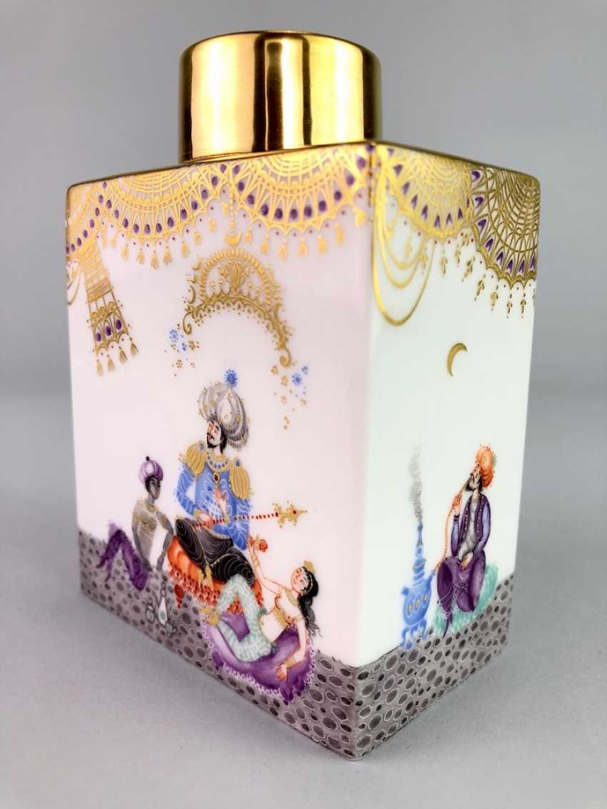 Large rectangular tea caddy with lid: Meissen porcelain 1001 Arabian nights, Gold decorated, Prof. Heinz Werner, very good. - photo 6