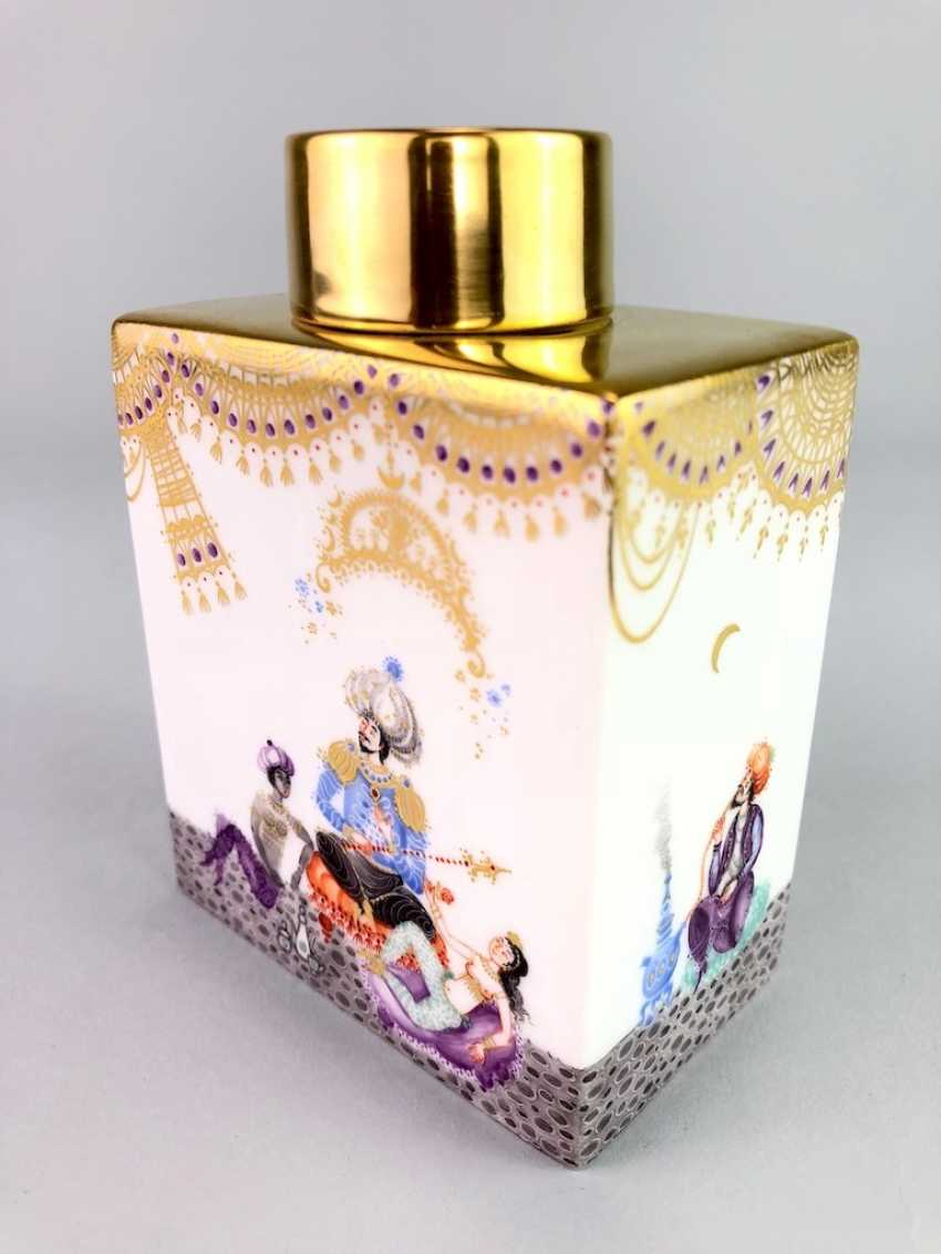 Large rectangular tea caddy with lid: Meissen porcelain 1001 Arabian nights, Gold decorated, Prof. Heinz Werner, very good. - photo 7