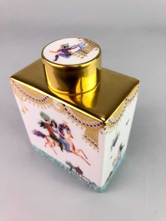 Large rectangular tea caddy with lid: Meissen porcelain 1001 Arabian nights, Gold decorated, Prof. Heinz Werner, very good. - photo 4