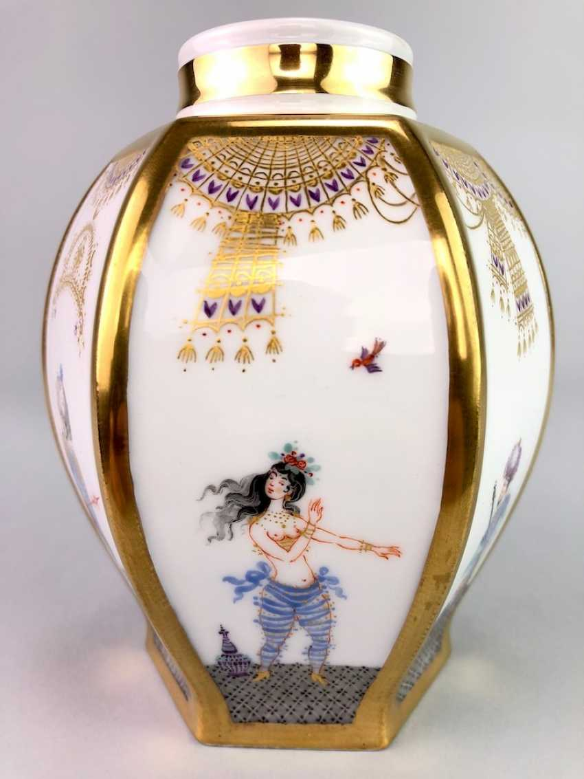 Large six sided tea caddy with lid: Meissen porcelain 1001 Arabian nights, Gold decorated, Prof. Heinz Werner, very good. - photo 2