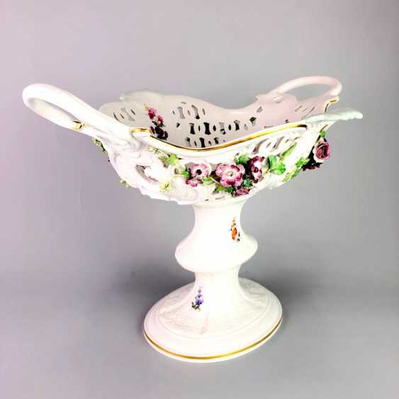 The Magnificent Centrepiece: Meissen Porcelain. Flower decorated, and J. J. Kändler. 1860, very nice. - photo 2