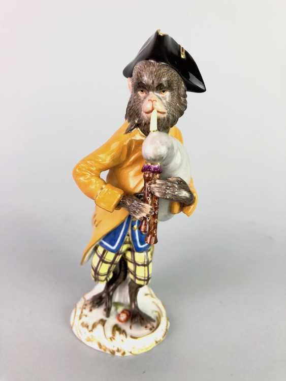 Figure of the monkey chapel: monkey as a bagpiper. J. J. Kaendler and P. Reinicke. Very good. - photo 1