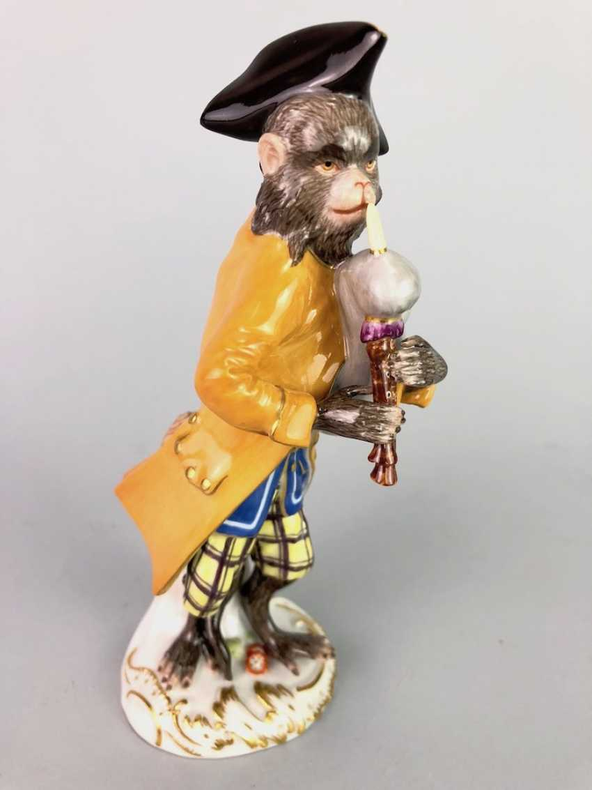 Figure of the monkey chapel: monkey as a bagpiper. J. J. Kaendler and P. Reinicke. Very good. - photo 4