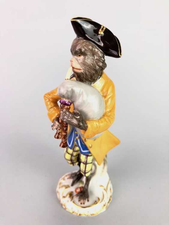 Figure of the monkey chapel: monkey as a bagpiper. J. J. Kaendler and P. Reinicke. Very good. - photo 5