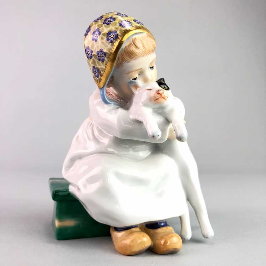 """Porcelain figurine: Hentschel child - """"child with cat in Arm"""". Meissen Porcelain, 1. Choice, very well. - photo 1"""