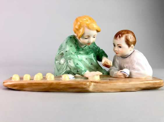 "Porcelain figurine: Hentschel child - ""Two children, sand forms the backend"". Meissen Porcelain, 1. Choice, very well. - photo 1"