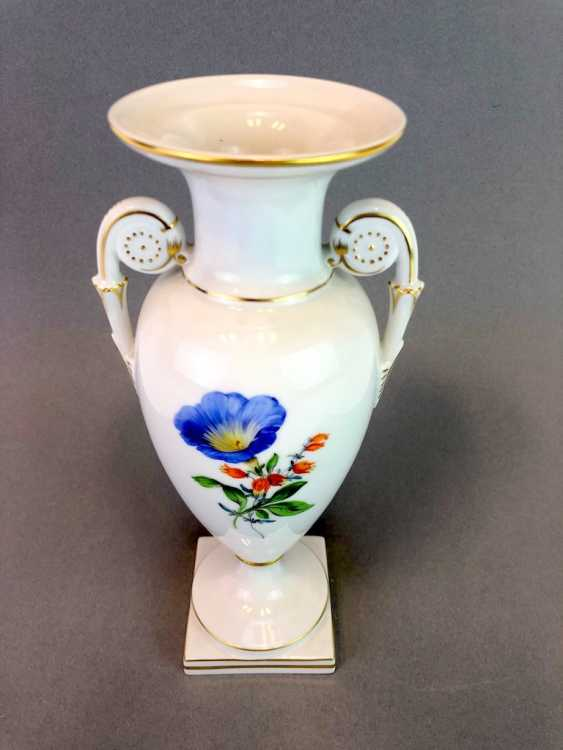 Amphora vase: Meissen porcelain, decorative flower 2, Gold equipped, very well. - photo 2