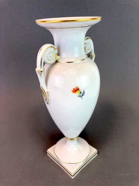 Amphora vase: Meissen porcelain, decorative flower 2, Gold equipped, very well. - photo 3