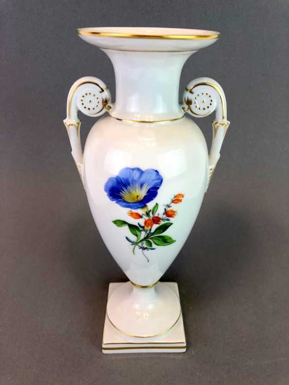 Amphora vase: Meissen porcelain, decorative flower 2, Gold equipped, very well. - photo 6