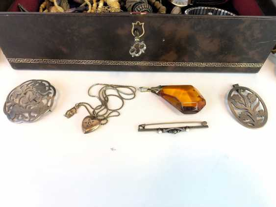 Large Items of jewelry in the box: watches, chains, pendants and much more. - photo 2