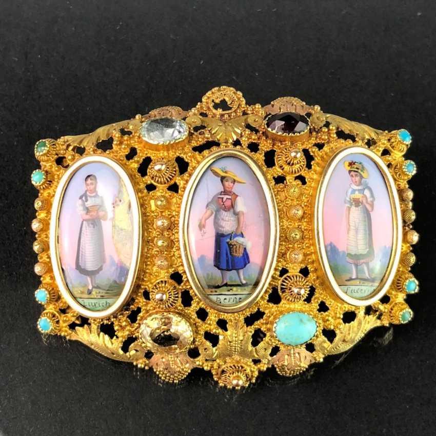 Unique Brooch: Yellow Gold 750. Porcelain Miniatures with Swiss Costumes. Estate of Konstantin von Tischendorf. - photo 1