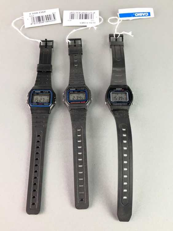 Three CASIO watches / bracelet watches. Unworn, from a watchmaker's estate. Perfectly. - photo 1