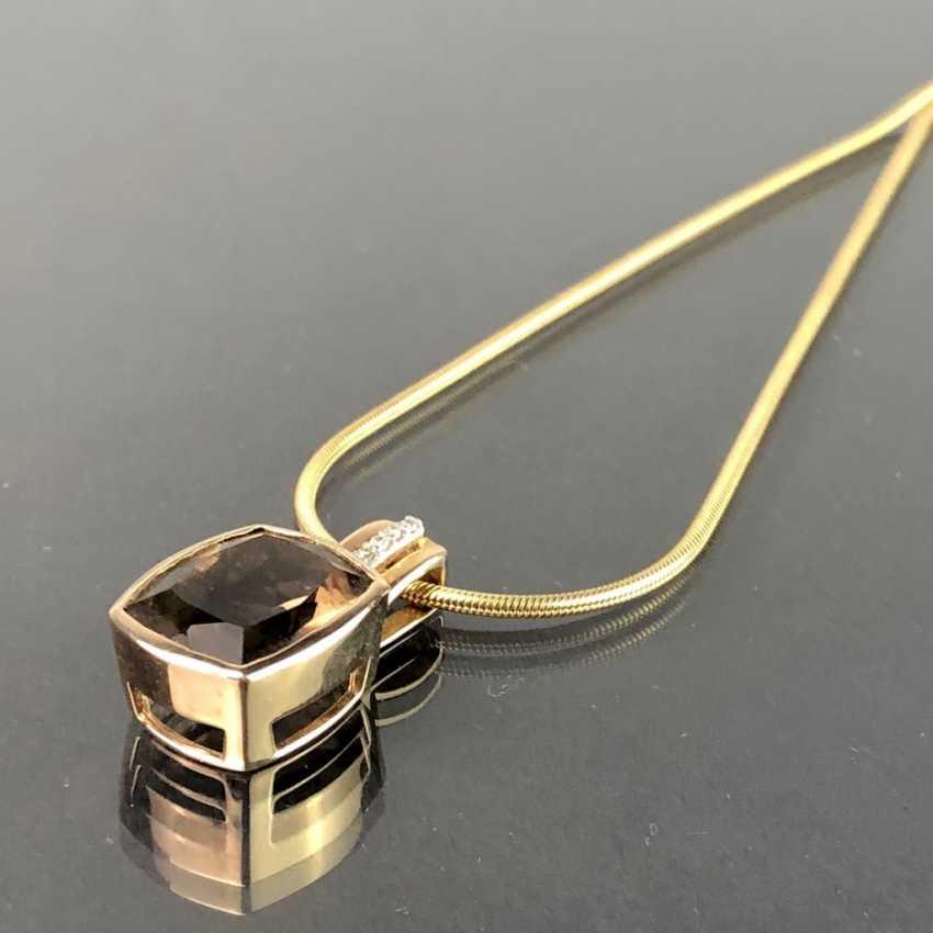 Шикарный кулон с дымчатый кварц и бриллиантами, желтое золото 375. На тонкой змея цепи, желтое золото 375. Очень красиво. - фото 1