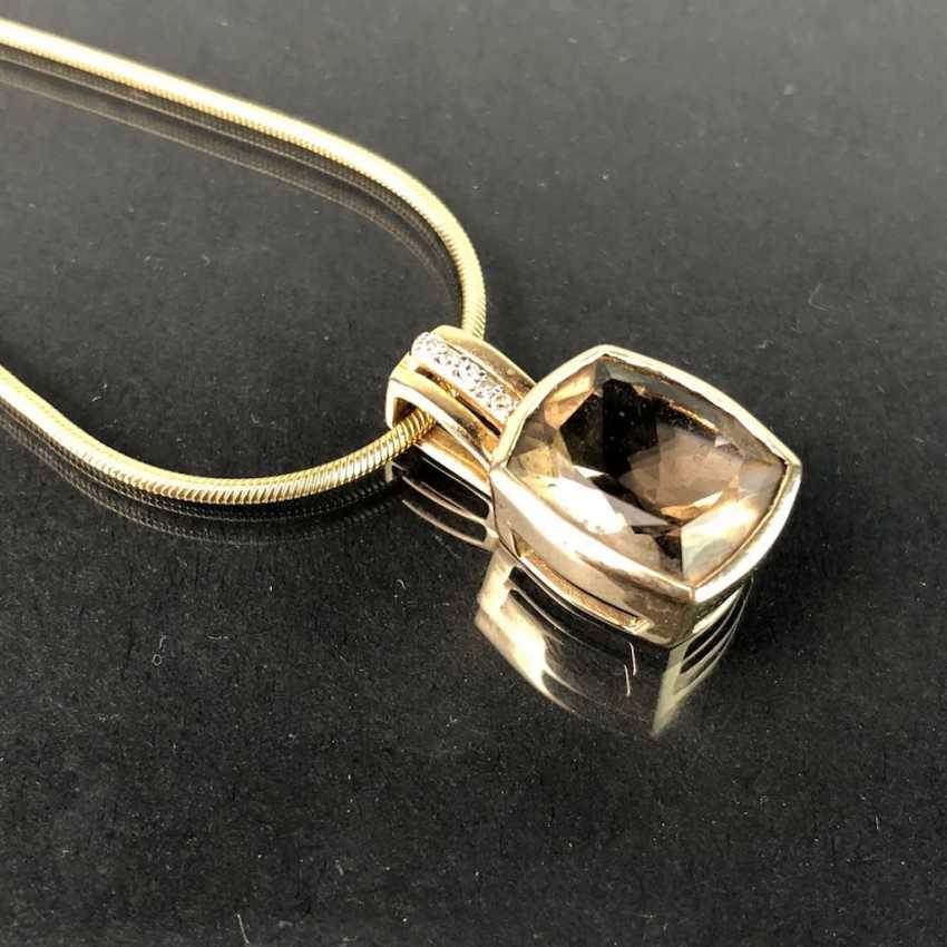Шикарный кулон с дымчатый кварц и бриллиантами, желтое золото 375. На тонкой змея цепи, желтое золото 375. Очень красиво. - фото 3