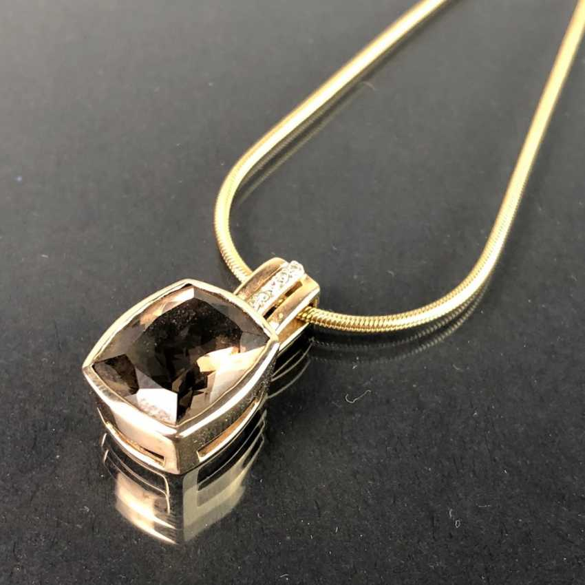 Шикарный кулон с дымчатый кварц и бриллиантами, желтое золото 375. На тонкой змея цепи, желтое золото 375. Очень красиво. - фото 4