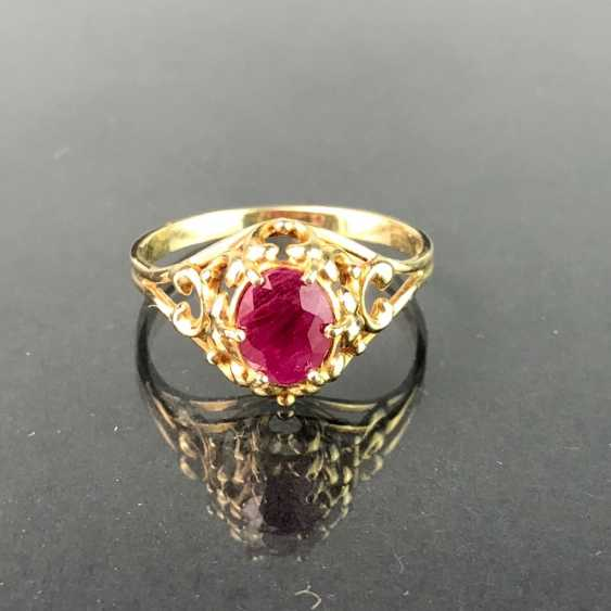 Ladies ring with ruby, 1 carat. Yellow gold 585. Very nice. - photo 1