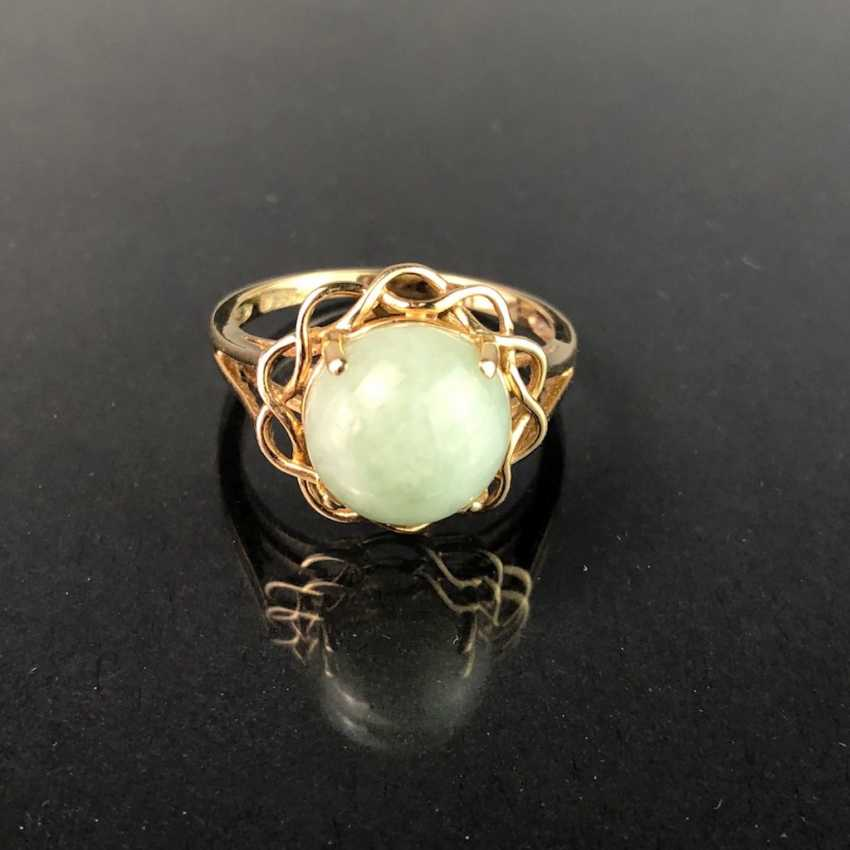Ladies ring with Jade. Yellow gold 585. Very nice. - photo 1