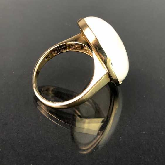Ladies ring with a large regular moon stone. Yellow gold 375. Very nice. - photo 2